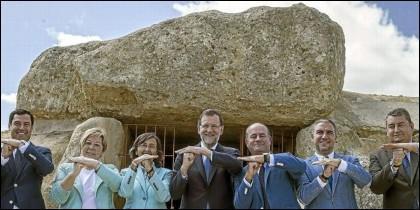 Mariano Rajoy y dirigentes del PP en los Dólmenes de Antequera.