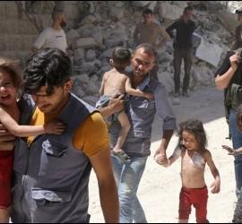 Una familia entre ruinas en Alepo