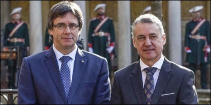 Carles Puigdemont con Iñigo Urkullu.