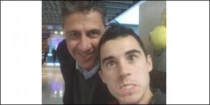 El de abajo es el dependiente que pidió un 'selfie' a García Albiol para llamarle 'subnormal profundo' en las redes.