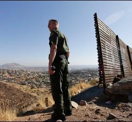 Un agente de fronteras estadounidense
