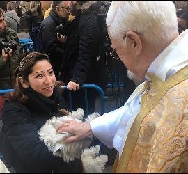 El padre Ángel bendijo a los animales