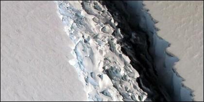 Iceberg: La grieta que ha seccionado la plataforma de hielo Larsen sigue aumentando