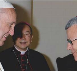 Francisco saluda a monseñor Agrelo