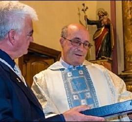 Homenaje de la Cofradía del Carmen a Ramos Gordón, meses después de estar sancionado