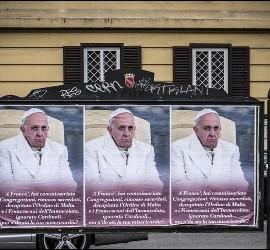 Carteles 'anti-Papa'