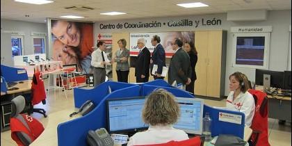 La Consejera Alicia García durante la visita a la sede de Cruz Roja
