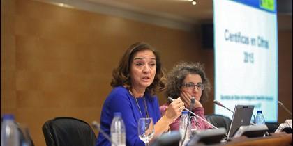 La secretaria de Estado de I+D+i, Carmen Vela, y la directora de la Unidad de Mujeres y Ciencia, Ana Puy