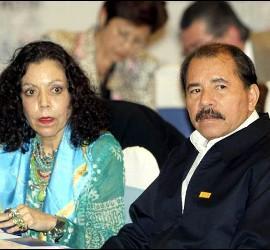 El presidente Daniel Ortega y su esposa Rosario Murillo