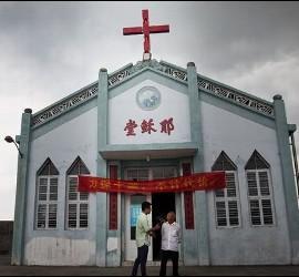 Templo con cruz en China