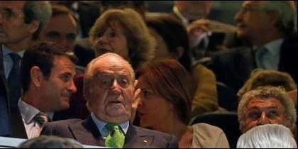 El Rey Juan Carlos I en el palco del Estadio Santiago Bernabéu.