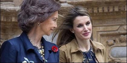 La Reina Sofía con su nuera, la Reina Letizia de España.