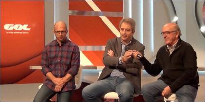 Los presentadores de 'El Golazo' Jesús Gallego y Manolo Lama junto a Jaume Roures.