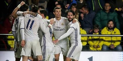 Isco, Cristiano, Bale y otros jugadores del Real Madrid celebran el gol de Morata, tercero del Madrid.