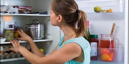No conviene mantener la refrigeradora con la puerta abierta por mucho tiempo