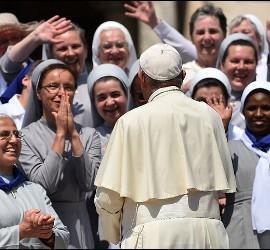 El Papa Francisco, con mujeres religiosas