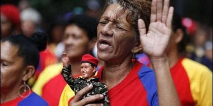 Rezando el padre nuestro de Chávez