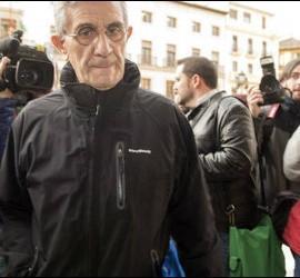 El padre Román, a su llegada a la audiencia