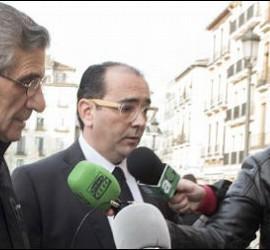 Román, junto a su abogado, Javier Muriel