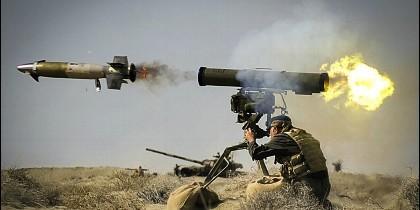 Un misil dirigido Kornet (ATGM)