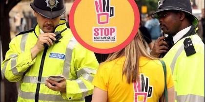 En 2010, se celebró una manifestación frente al parlamento británico contra trata de jóvenes con fines de explotación sexual