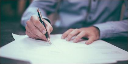 Firma papeles divorcio
