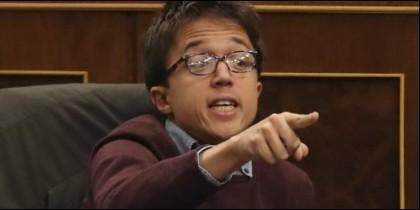 Iñigo Errejón (PODEMOS) en su escaño del Congreso de los Diputados.