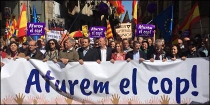 15.000 manifestantes convocados por Sociedad Civil Catalana han recorrido el centro de Barcelona al grito de 'Libertad' y 'Unidad'.
