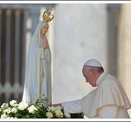 El Papa, con la Virgen de Fátima