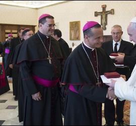 El Papa saluda a obispos salvadoreños en su visita ad limina