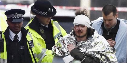 Dos d elos heridos en el atentado terrorista perpetrado este 22 de marzo frente al Parlamento británico.