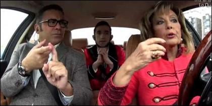 Jorge Javier Vázquez, 'El Tequila' y María Teresa Campos en el coche, rumbo a 'Sálvame'.