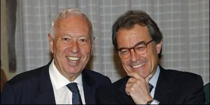 José Manuel García Margallo y Artur Mas en el Ateneo de Madrid.