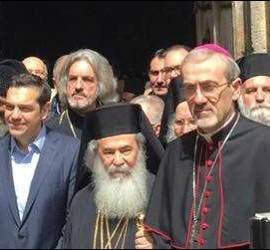 Los principales líderes religiosos y políticos, en la reapertura del Santo Sepulcro