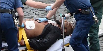 El terrorista de Londres tras ser abatido