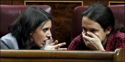 Irene Montero con Pablo Iglesias (PODEMOS) en el Congreso de los Diputados.