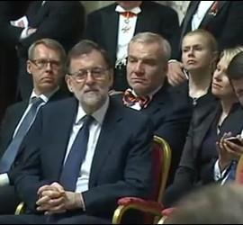 Mariano Rajoy escucha el discurso papal