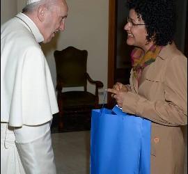Marilza Lopes Schuina con el Papa Francisco