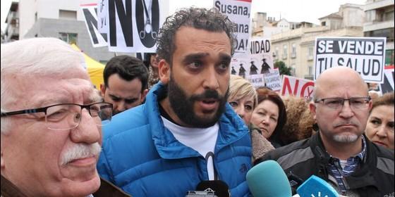 Jesús Candel 'Spiriman' en una manifestación contra la fusión hospitalaria en Granada.