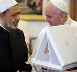 El Papa, junto al imán de Al-Azhar