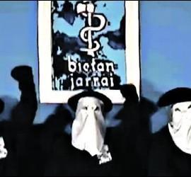 Terroristas de ETA encapuchados.