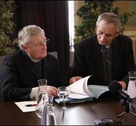 Zuppi y el pastor metodista Harold Good en el acto de desarme de ETA