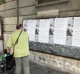Carteles pro-Papa en Roma