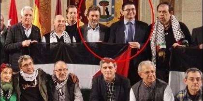 Mauricio Valiente y Carlos Sánchez Mato, con la causa palestina.