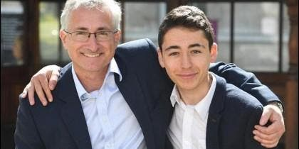 El cardiólogo David Wald con su hijo de 16 años, Ben