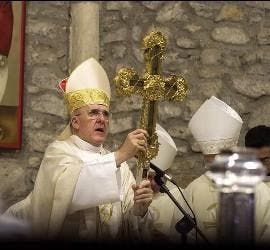 Osoro levanta el lignum crucis