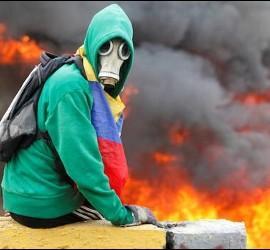 Los manifestantes exigen elecciones y democracia en las calles de Venezuela.