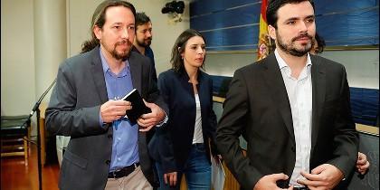 El secretario general de Podemos, Pablo Iglesias, Irene Montero y el líder de IU, Alberto Garzón.