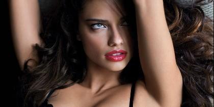 La sensual Adriana Lima.