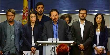 Pablo Iglesias, rodeado de su equipo de confianza en Podemos